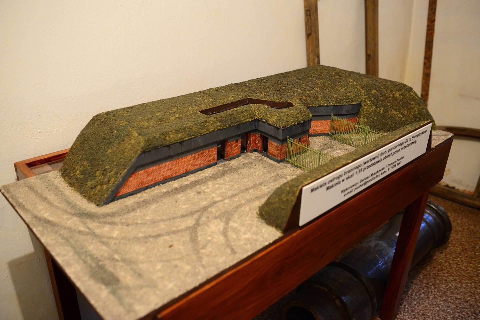 Makieta 1:35 ostrogu bramnego (wartowni) fortu pancernego Swoszowice. Przedstawia obiekt przed przebudową. / fot. Bartosz Cichoń