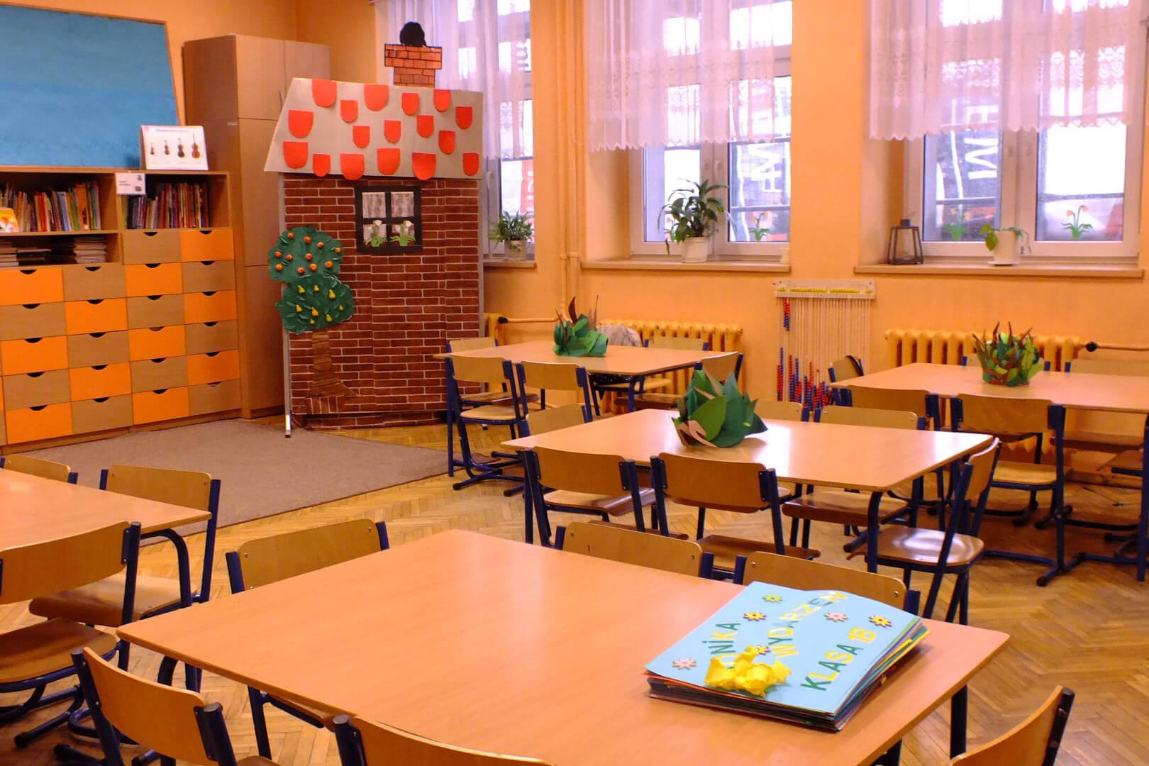 Szkoła Podstawowa nr 43 w Krakowie. Sala lekcyjna