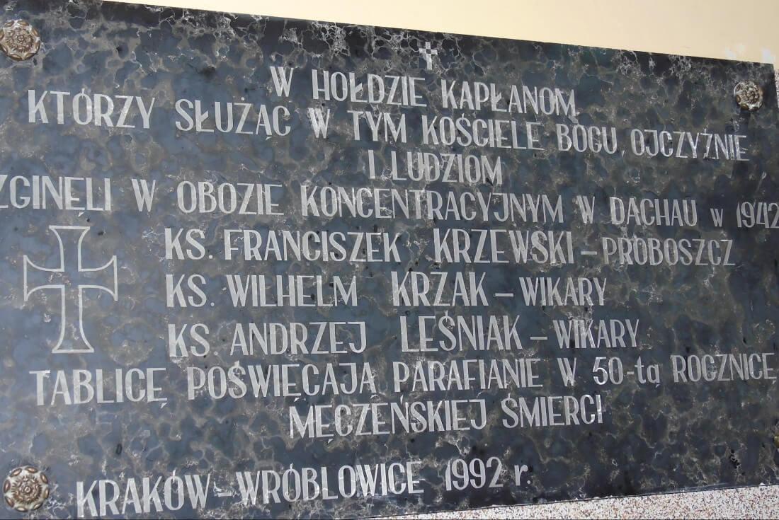 Tablica pamiątkowa. Tragedia księży we Wróblowicach