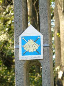 Znak Via Regia w Rajsku na ul. Tuchowskiej / fot. arch. własne autora